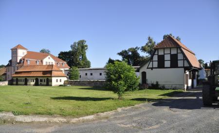 Westteil des Gutshofs Bendeleben mit Blick auf das Inspektorhaus
