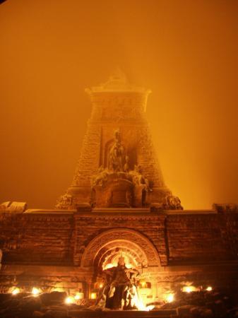 Kyffhäuser Denkmal im Nebel